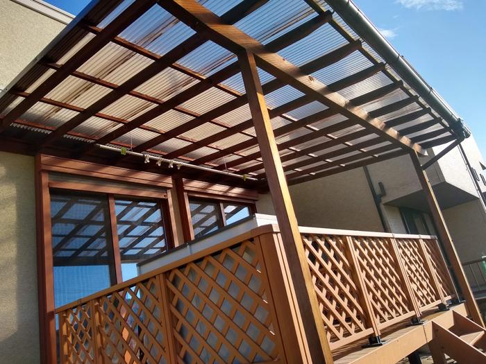 屋根付きのウッドデッキを洗濯物干し場に利用